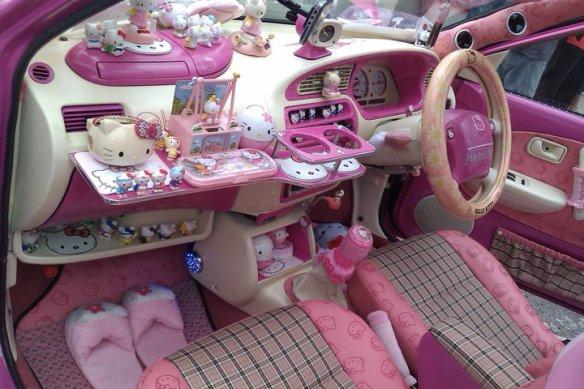 hello_kitty_car